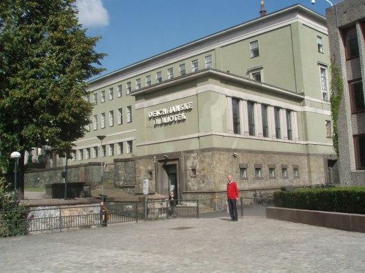 Hans Krol op weg naar de Deichmanske bibliotheek