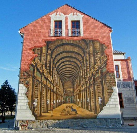 Een muurschildering van de Trinity College Library op een huis in het plaatsje Ustrón, Polen (Greg Sheaf)