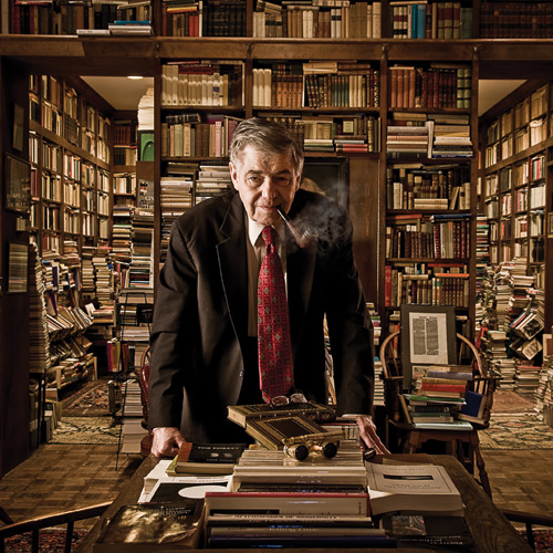 De populaire professor Richard A.Macksey met pijp in zijn boekendomein. De waarde van de boeken varieert van 1 dollar tot meer dan 10.000 dollar. De totale waarde is geraamd op ruim 4 miljoen dollar.