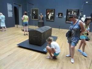 Ook in het Rijksmuseum staat zo'n boekenkist