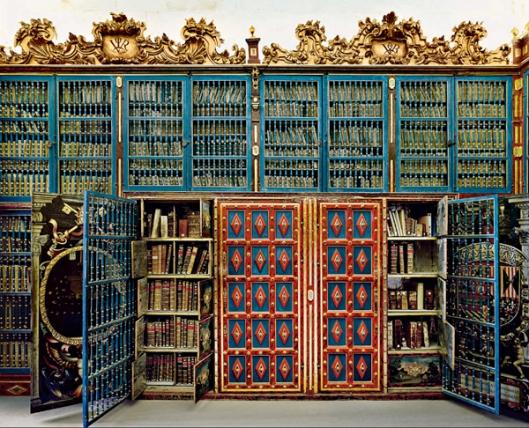 Boekenkast met zeldzame boeken in Universiteitsbibliotheek Salamanca