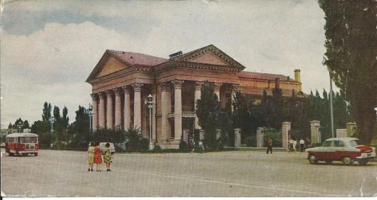 Nog een afbeelding van de regionale bibliotheek in Stawropol, Krim, Ukraine/Russia, gebouwd onder architectuur van M.Ju. Lermontov
