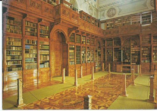 Interieur van bibliotheek 'Reguly Antal' in Zirc, Hongarije