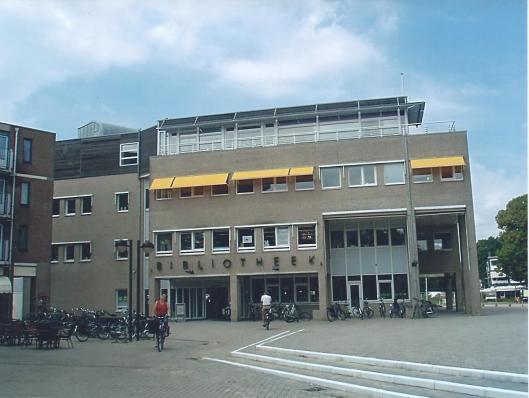 Voorgevel openbare bibliotheek Emmen