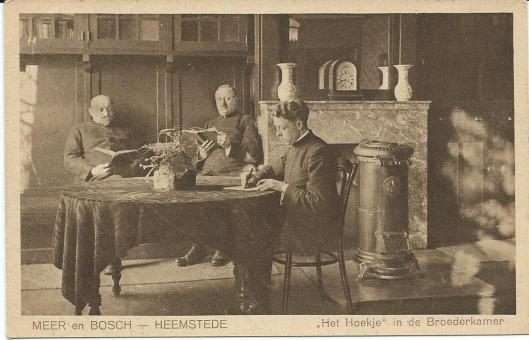Lezende Broeders in de Broederkamer van Meer en Bosch Heemstede, circa 1930