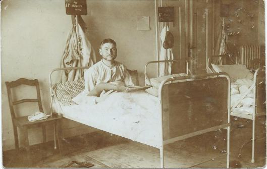 Lezen in ziekenhuisbed, circa 1910