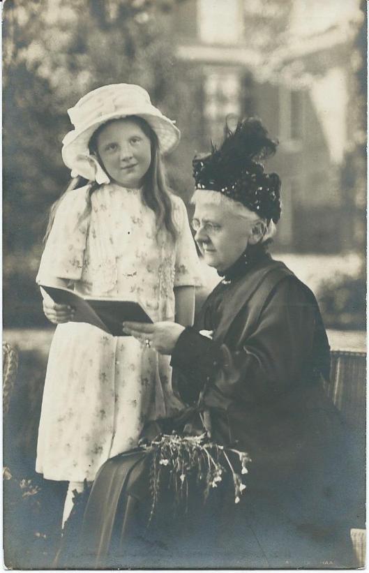 Koningin-moeder en kleindochter Juliana