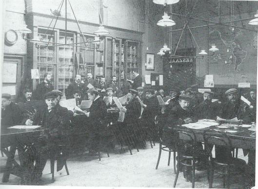 Ook na een verbouwing in 1898 was de leeszaal in Utrecht vaak te klein voor de vele belangstellenden