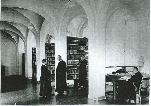 Bibliotheek van seminarie Hageveld omstreeks 1930