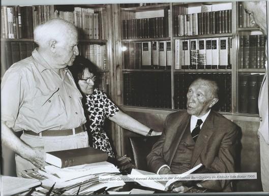 David Ben Gurion en Konrad Adenauer in de bibliotheek van Ben Gurion in Kibboets S.de Boker, 1966