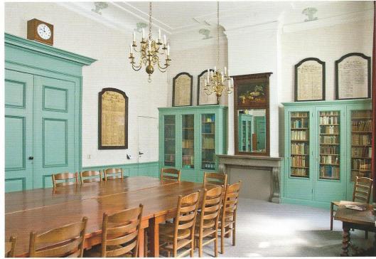 Nog een ansichtkaart met afbeelding van de bibliotheek der Doopsgezinde Gemeente te Haarlem