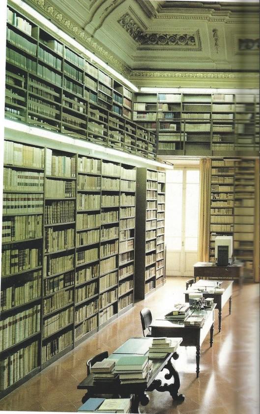 Linker deel van bibliotheek in de Villa Medicea di Castello, Florence
