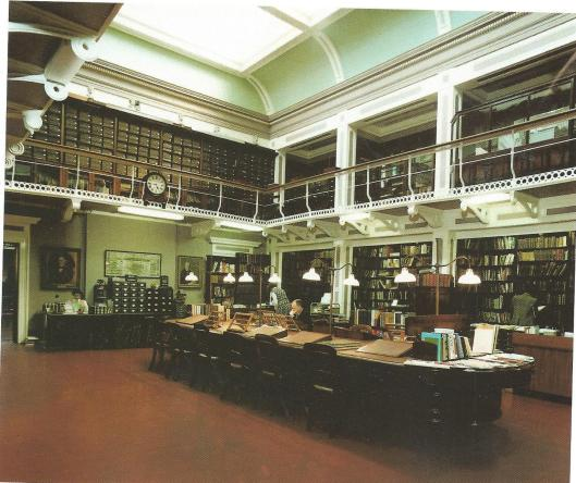 Rechterzijde van de bibliotheek in Villa Medicea di Castello, Florence