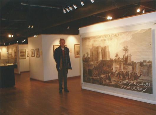 Hans Krol tijdens zijn bezoek aan een tentoonstelling in de Bibliotheca Alexandrina, 2008