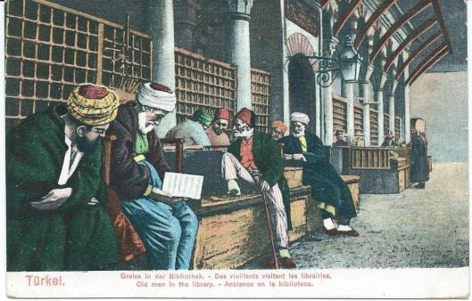 Leesgierige Turken voor de stadsbibliotheek nabij de grote Bazaar van Istanbul