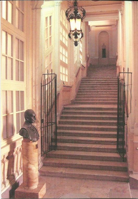 Trappenhuis leidend naar de leeszaal van de Nationale Bibliotheek in Valetta, Malta