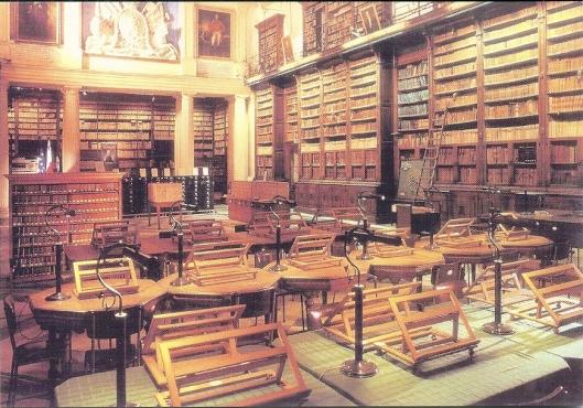 Ansichtkaart van leeszaal in de Nationale Bibliotheek Malta