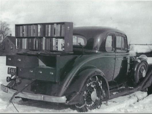 Foto van een oude 'bookmobile', tussen 1933 en 1936 in gebruik op Prince Edward Island bij de Carnegie Public Librsry