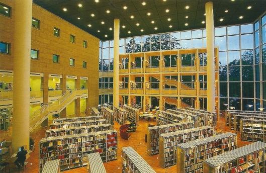 Interieur van stadsbibliotheek Malmö, Zweden