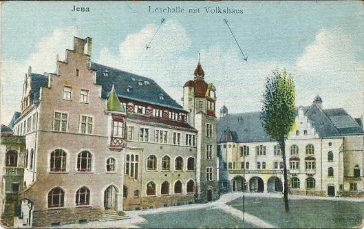 Het linker gebouw de Lesehalle (openbare bibliotheek) van Jena, Duitsland