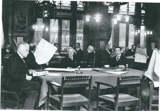 De leeszaal van het Leesmuseum Amsterdam op een foto uit 1917