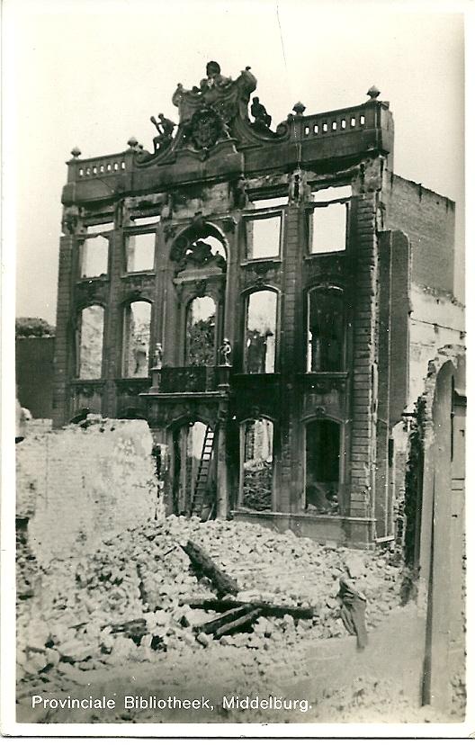 Op 17 mei 1940 is bij een Duits bombardement de Provinciale Bibliotheek van Middelburg verwoest