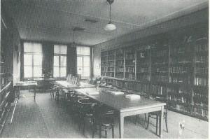Studiezaal van openbare bibliotheek Schiedam in 1920