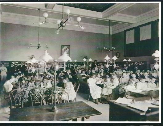 Carnegoe public library, Children's room, Pittsburgh, Pennsylvania. Foto uit begin 20ste eeuw