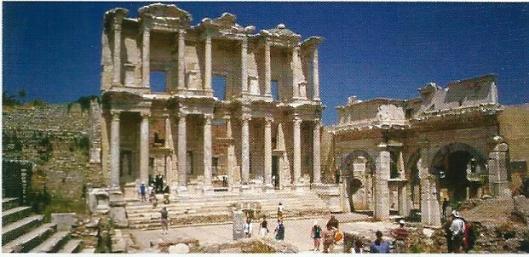 De in 235 na Chr. opgerichte en gerestaureerde Celsusbibliotheek in Efese, Klein Azië (Turkije)