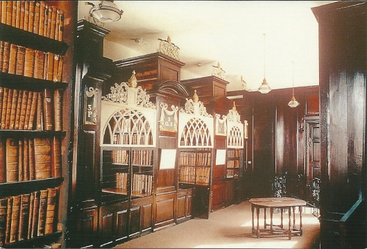 Kaart uit omstreeks 1990 met interieur van Marsh's Library in Dublin