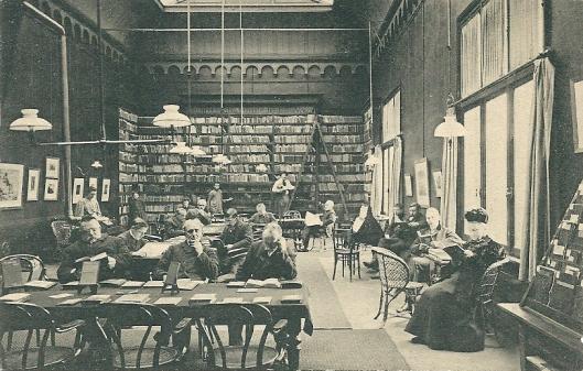 Leeszaal van de in 1899 opgerichte openbare leeszaal en bibliotheek in Dordrecht