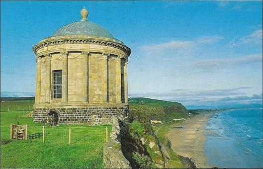 De Mussenden tempel, gelegen aan de kust van Noord-Ierland. In 1785 naar het model van de tempel van Vestia in Italië gebouwd als bibliotheekn voor en door Frederick Augustus Hervey, vierde graaf van Bristol, die tevens bisschop van het graafschap Derry was.