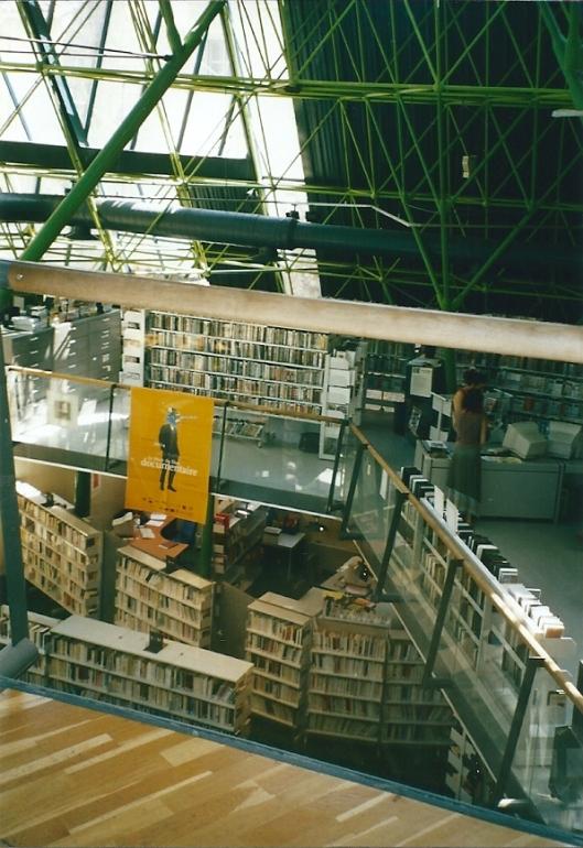 Interieur van openbare bibliotheek Arles