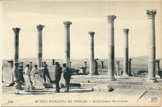 Romeinse ruïnes van de bibliotheek in Timgad