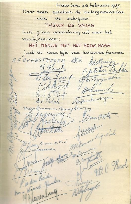 Een door oud-verzetstrijders gesigneerd opdrachtexemplaar uit 1957 van 'Het meisje met het rode haar' door Theun de Vries, tegenwoordig in bezit van Ewout Bulk