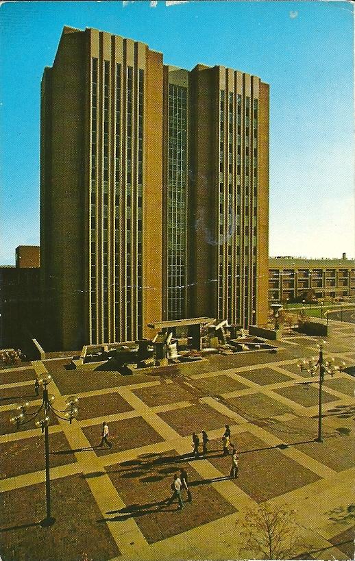 Hoofdbibliotheek van Kent Staats Universiteit, Ohio op een kaart uit 176. Op de achterzijde met tekst: