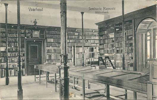 Bibliotheek van kleinseminarie Hageveld in Voorhout. Ansichtkaart uit circa 1915.
