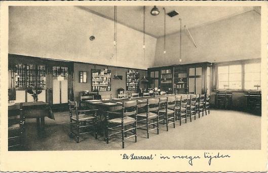 Openbare christelijke bibliotheek en leeszaal Hilversum op een ansichtkaart uit 1957