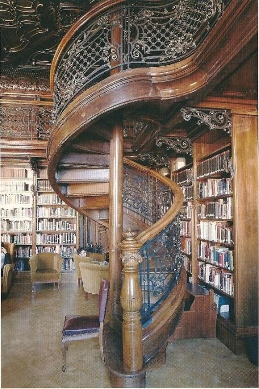 Interieur stadsbibliotheek Budapest, Hongarije