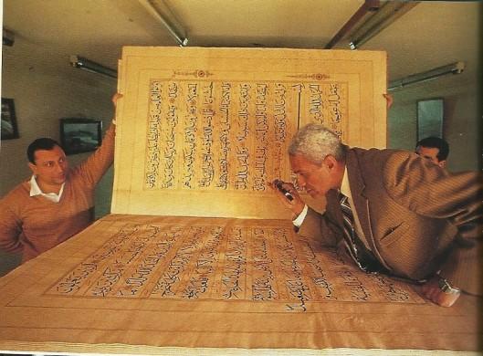 Eén van de grootste korans, afkomstig van de Baharagemeenchap uit noordelijk India (1331) in de Nationale Bibliotheek van Egypte