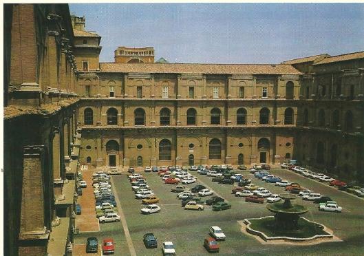 Voorgevel Vaticaanse bibliotheek in Rome