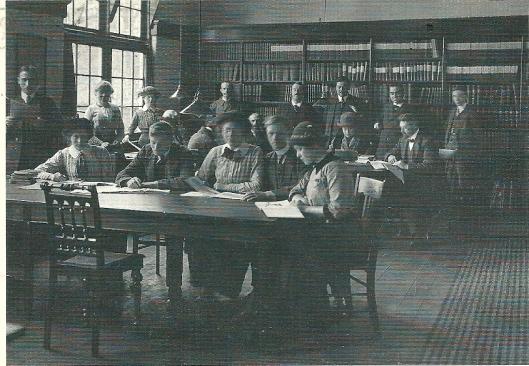 Studiezaal bibliotheek Veendam, circa 1920