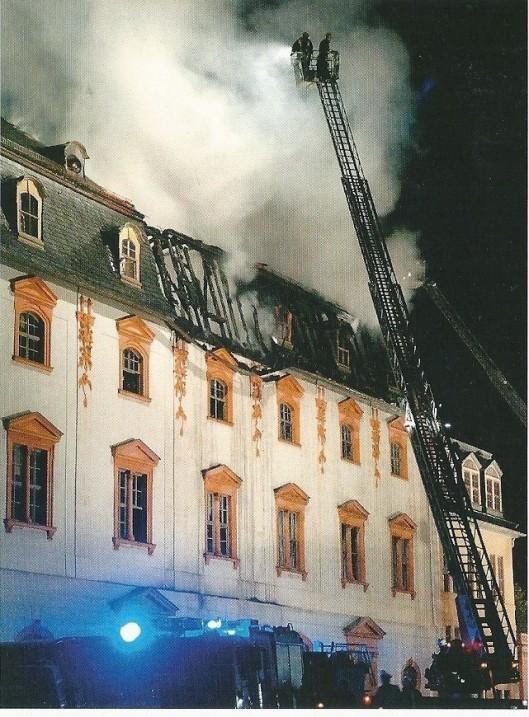 Foto van de begin september 2004 ontstane brand in de op de werelderfgoedlijst staande Anna Amalia Bibliotheek in Wimar.