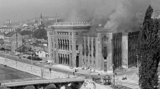 Voornalig stadhuis van Sarajevo, gebouwd in 1892-1894. Sinds 1918 huisvesting van de Nationale Bibkliotheek van Bosnië en Herzegovina, verwoest 25-26 augustus 1992