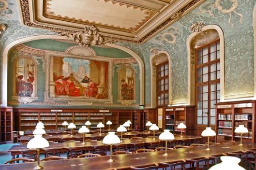 Leeszaal van de Sorbonne Universiteitsbibliotheek in parijs