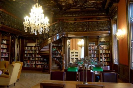 Interieurfoto centrale openbare bibliotheek Ervin Szabo in Budapest