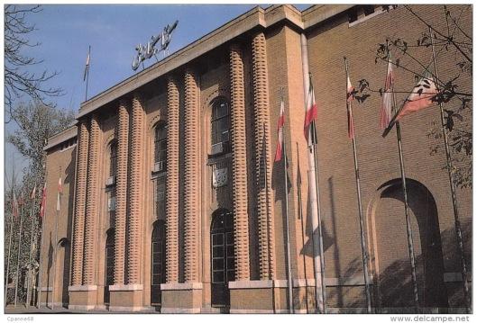 Voorgevel van de nieuwe Nationale Bibliotheek van Iran in Teheran