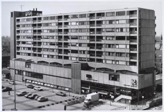 Vm. gebouw Koningsplein met op benedenverdiepingen de bibliotheek