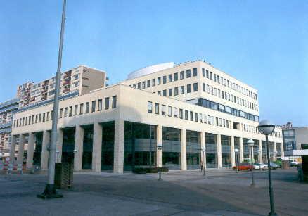 In 1992 verhuisde de hoofdvestiging van openbare bibliotheek Midden-Brabant naar een nieuw pand aan het Koningsplein