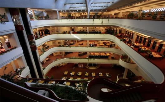 Interieur van hoofdbibliotheek in Toronto, Canada